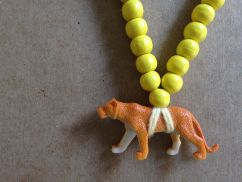 Pray4Trax Necklace Lioness (yellow)